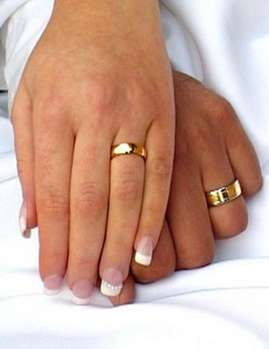 обручальное кольцо с гравировкой снаружи фото