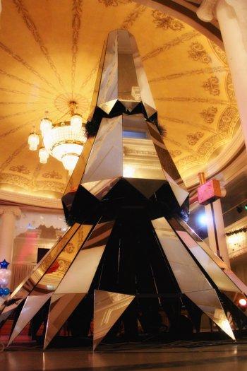 В Челябинске установили «бриллиантовую» елку