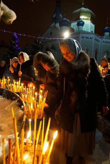 Во всех храмах Челябинска продолжаются рождественские службы