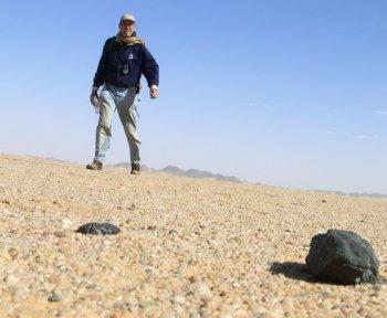 Всемирно известный «охотник за метеоритами» Питер Дженнискенс прилетает в Челябинск