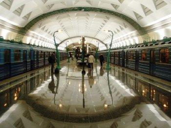 За один день в метро Москвы погибли двое и один человек пострадал