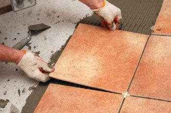 Уплотнение швов при укладке керамической плитки