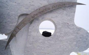 Годовщину «Челябинского метеорита» отметили открытием памятника… с ошибкой