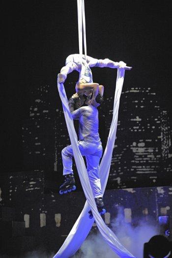 Будь собой и стань королем улиц вместе с Cirque Eloize!
