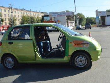 Челябинские школьники провели тест-драйв машине-роботу