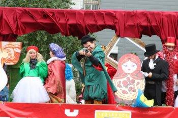 По улицам Челябинска прошла праздничная кавалькада