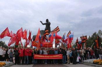 Партии и общественные организации Челябинска провели шествие и митинг в поддержку Юго-Востока Украины