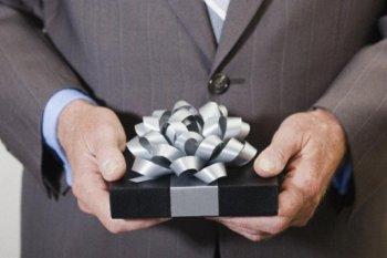 Профессиональная дата — повод преподнести особый подарок руководителю