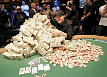 Игра в виртуальном казино: чем чреват выигрыш большой суммы денег?