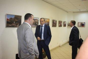 В Копейске открылась выставка «Донбасс глазами фоторепортера»