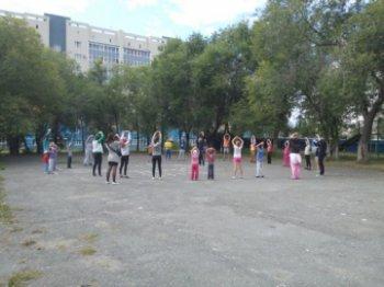 """Полицейские Челябинска провели """"зарядку со стражем порядка"""""""