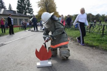 Пожарные Челябинской области провели детский спортивный праздник
