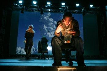 В Камерном театре Челябинска состоится общественный просмотр спектакля об опасностях виртуального общения