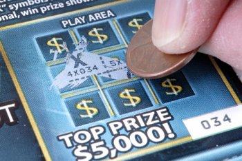 Деньги на ветер. Женщина выиграла миллион в лотерею, желая преподать мужу урок